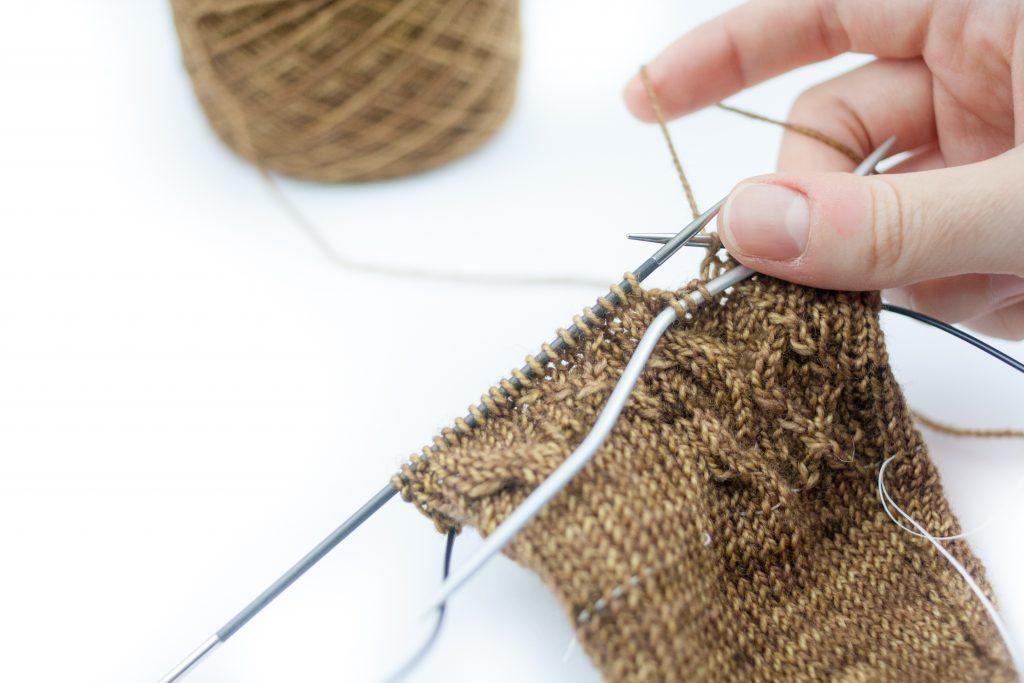 Tricoter des torsades #1 : AVEC une aiguille à torsades